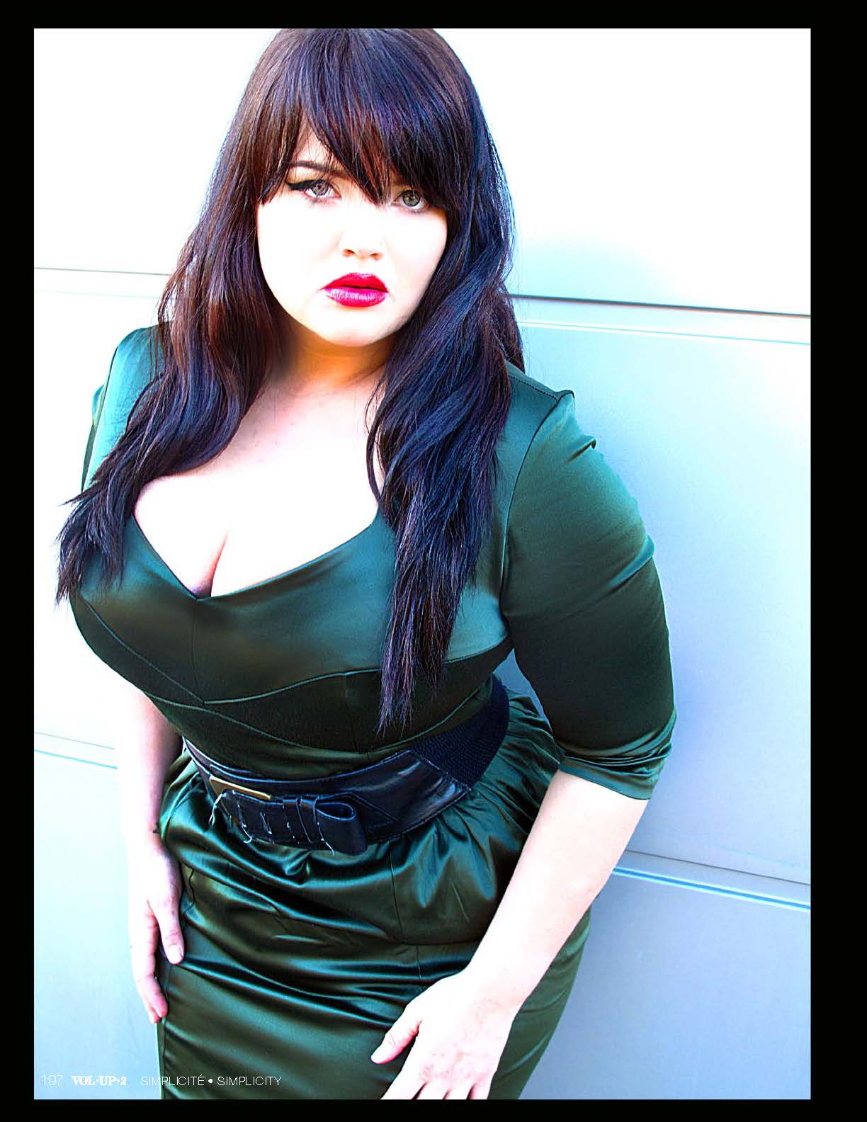 beautiful curvy hispanic women